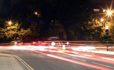 Raser stören die Deggendorfer Nachtruhe. Bild: Kelvyn Skee, Flickr